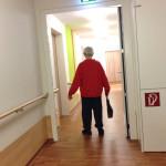Mann mit Handtasche_Kathrin Feldhaus